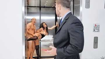 Autumn Falls gives her juicy pussy to bad employee of her BF in elevator